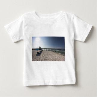De Stoelen van de zitkamer bij de Pijler van het Baby T Shirts