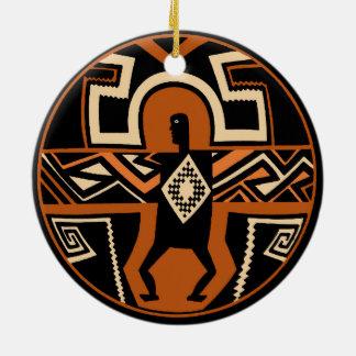 De Strijder van Mimbres Rond Keramisch Ornament