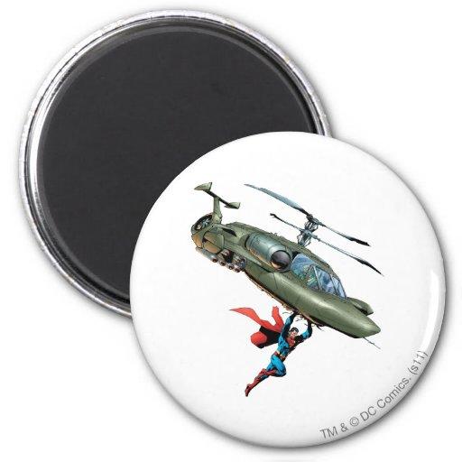 De superman houdt helikopter koelkast magneetje
