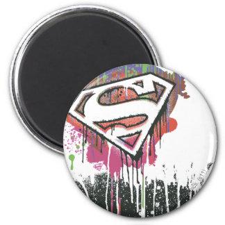 De superman stileerde het   Verdraaide Logo van de Ronde Magneet 5,7 Cm