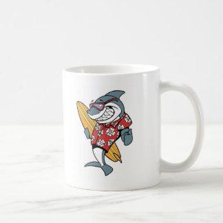 De surfende Mok van de Koffie van de Haai
