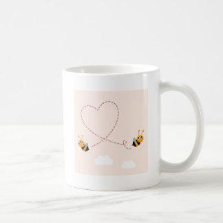 De t-shirt van ONTWERPERS met de bijen van de Koffiemok