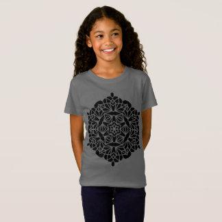 De t-shirtgrijs van ontwerpers met mandalaart. t shirt