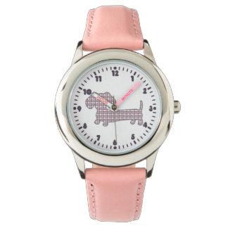 De Tijd van Doxie met de Roze Tekkel van de Stip Horloge