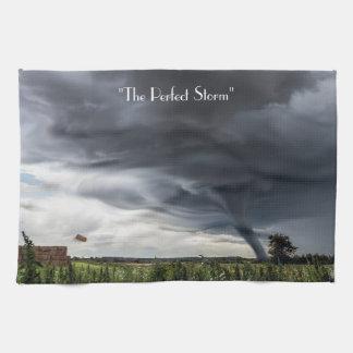 De tornado van het storm of twister lifing balen theedoek