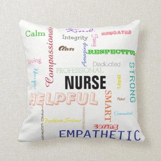 De Trots van de verpleegster schrijft de Heldere Sierkussen