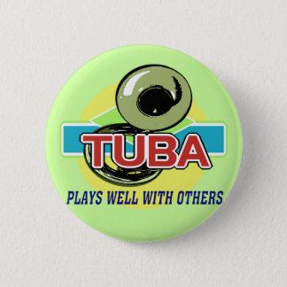 De tuba speelt goed ronde button 5,7 cm