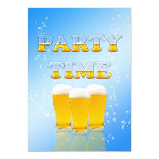 De uitnodiging van de partij met glazen bier