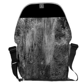 De Vernietiging van de natuur Courier Bags