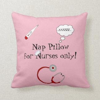 De verpleegsters dutten sierkussen