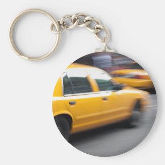 De verzendende Gele NY Cabine van de Taxi van de Basic Ronde Button Sleutelhanger
