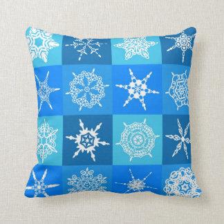 De Vierkanten van de sneeuwvlok op Blauw Sierkussen