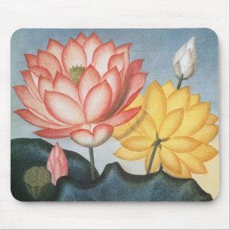 De vintage Bloemen van Lotus met Bladeren in een Muismat