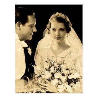 De vintage Bruid en de Bruidegom van het Huwelijk Briefkaart