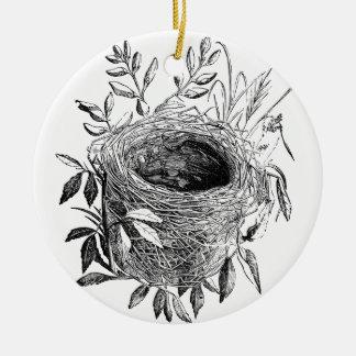 de vintage illustratie van het vogelnest rond keramisch ornament