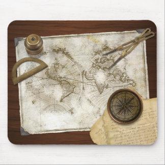 De vintage Kaart en de Hulpmiddelen van de Wereld Muismat