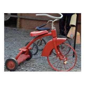 De vintage Rode Fiets Met drie wielen laat Rit Briefkaart