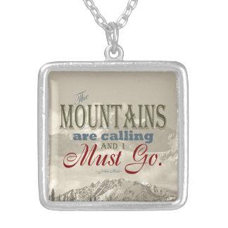 De vintage Typografie de bergen roept; Muir Zilver Vergulden Ketting