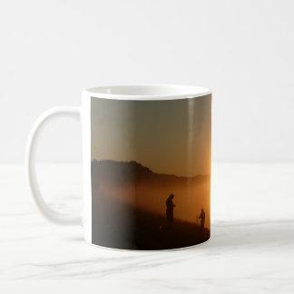 De Visserij van de zonsopgang Koffiemok
