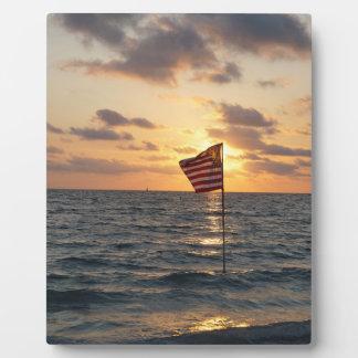 De Vlag van de zonsondergang Fotoplaat