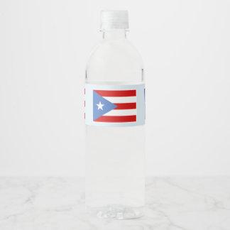De Vlag van Puerto Rico op Lichtblauw Waterfles Etiket
