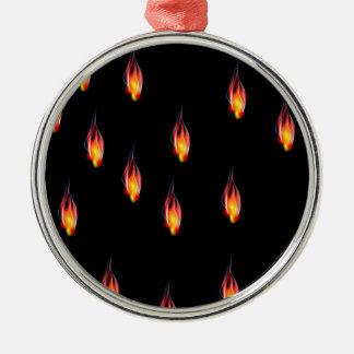 De vlammen van de brand zilverkleurig rond ornament