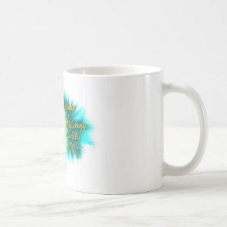 De vlieg overvalt weg koffiemok