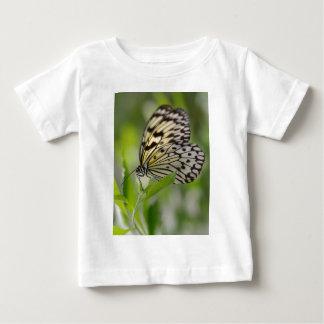 De vliegervlinder van het document op blad baby t shirts
