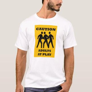 De Volwassenen van de voorzichtigheid bij de T Shirt