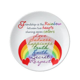 De vriendschap is het Ontwerp van het regenboogBFF Porselein Bord