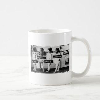 de vroedvrouwen zijn verschillend koffiemok