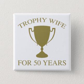 De Vrouw van de trofee 50 Jaar Vierkante Button 5,1 Cm