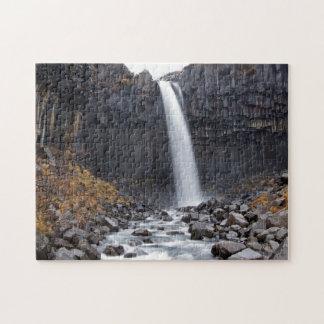 De waterval van Svartifoss in de puzzel van Puzzel