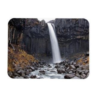 De waterval van Svartifoss in de rechthoekige Magneet
