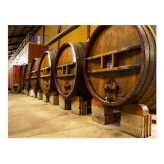 De wijnmakerij van de wijnkelder met grote oude briefkaart