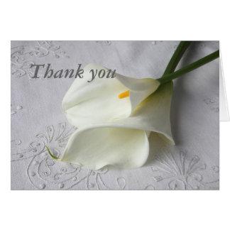de witte calla lelies op linnen danken u kaarden kaart