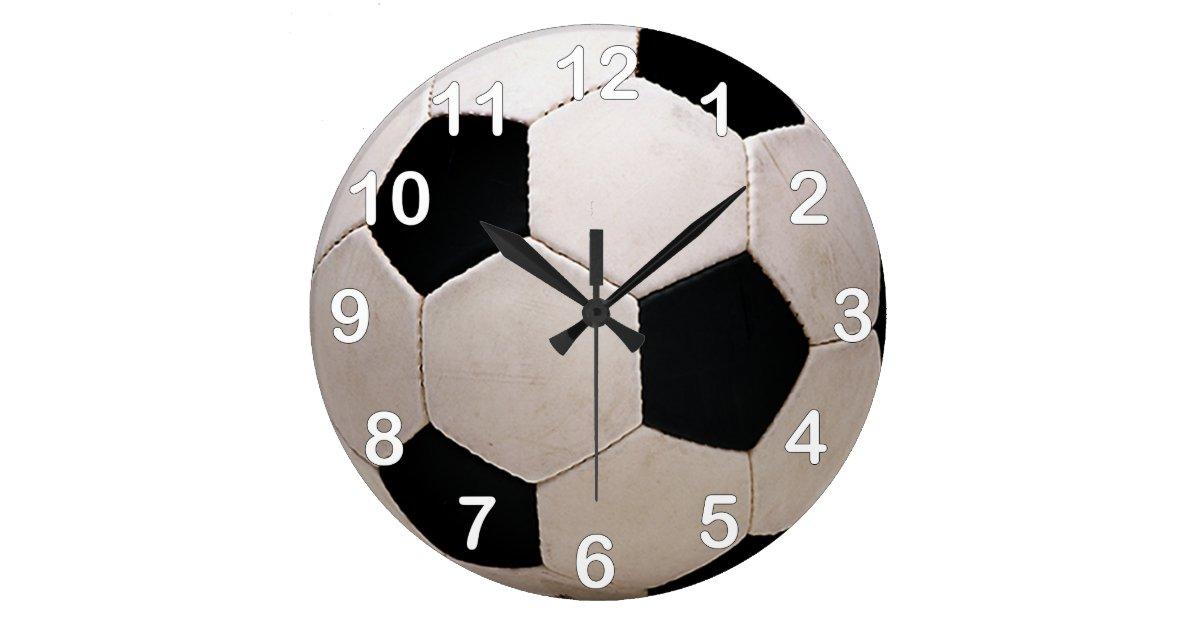 De witte en zwarte bal van het voetbal ronde klok large zazzle - Zwarte bal ophanging ...