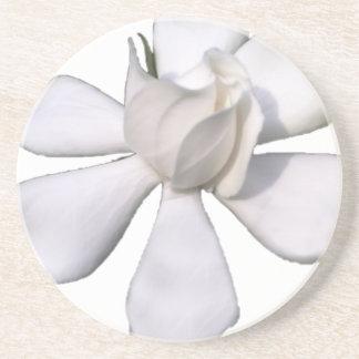 De witte Knop 201711g van Gardenia Zandsteen Onderzetter