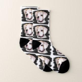 De witte sokken van de het puppyhond van de Bokser