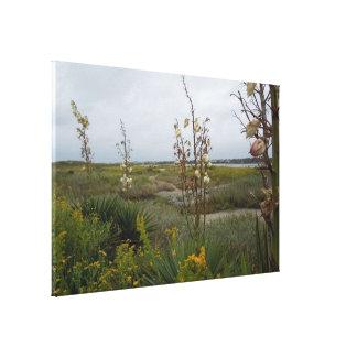 De Wolken en Wildflowers van het strand - Eiken Canvas Afdrukken