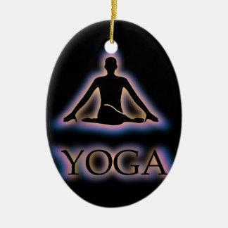 De yoga stelt het gloeien in donkere het keramisch ovaal ornament