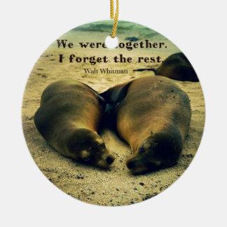 De zeeleeuwen van het het paarcitaat van de liefde rond keramisch ornament
