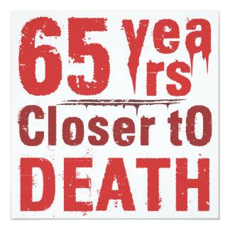 de Ziekelijke Humor van de 65ste Verjaardag 13,3x13,3 Vierkante Uitnodiging Kaart