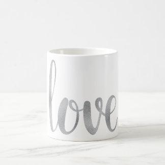 De zilveren mok van de liefdekoffie, folie