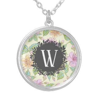 De zoete Zachte Gekleurde Bloemen van de Lente met Zilver Vergulden Ketting