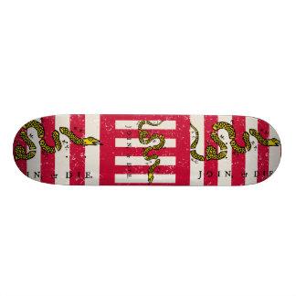 De zonen van Vrijheid rijden met een skateboard