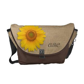 De zonnige Gele Rustieke Gepersonaliseerde Jute Messenger Bags