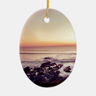 De Zonsondergang van het Strand van Fistral Keramisch Ovaal Ornament