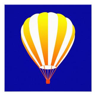 de zonsondergang verdwijnt hete luchtballon langza persoonlijke uitnodiging