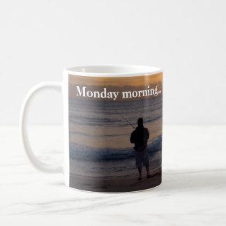 De zonsopgang van de maandag koffiemok